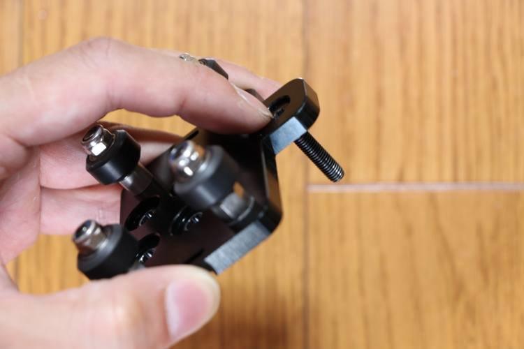 inserting-bolt